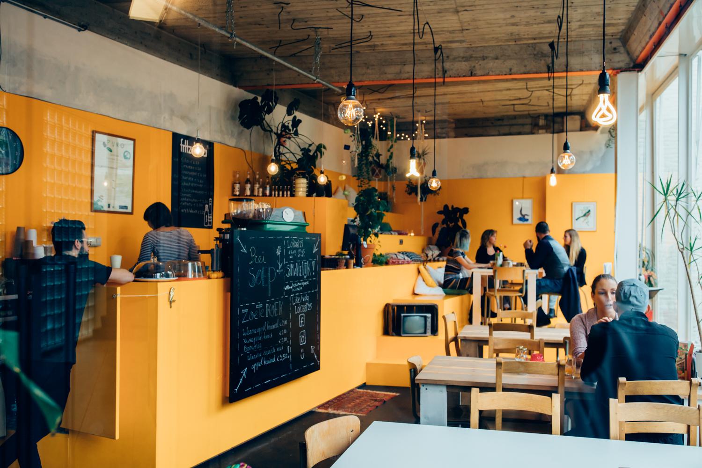 we_definitely_fotografie_lokaal_25_heerlen_lunchroom_tip_uitje_eten_eruit_bijzonder_gebak_vegan_banner