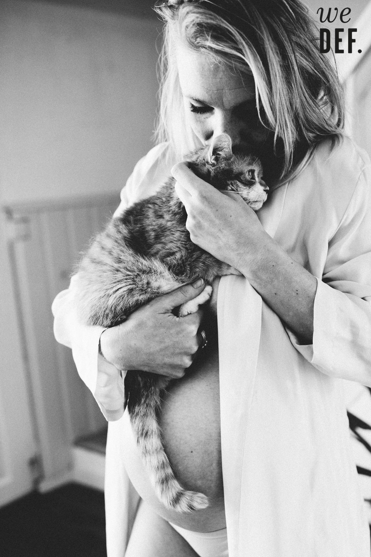 WeDefinitely_fotografie_zwangerschapsshoot_model_thuis_limburg_bijzonder_niet_standaard_fotografen-2