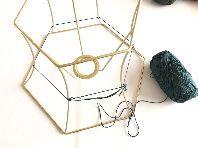 bonbon-lamp-designlamp-diy-zelf-maken-lampenkap-weven-wol-3